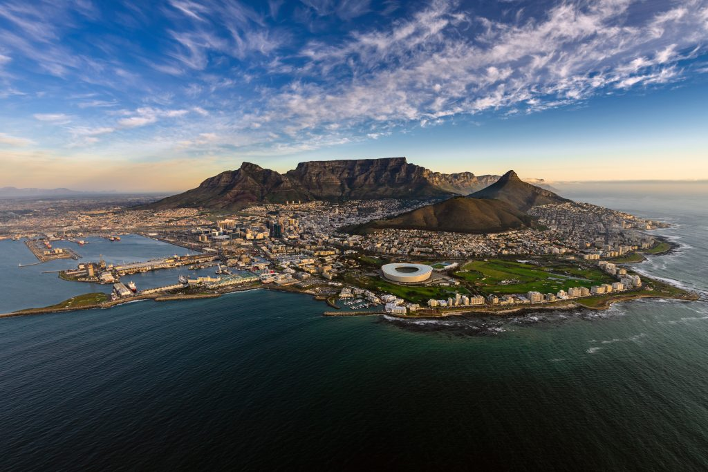 shutterstock_429673480 - South Africa - Capetown - Cityscape - Table Mountain