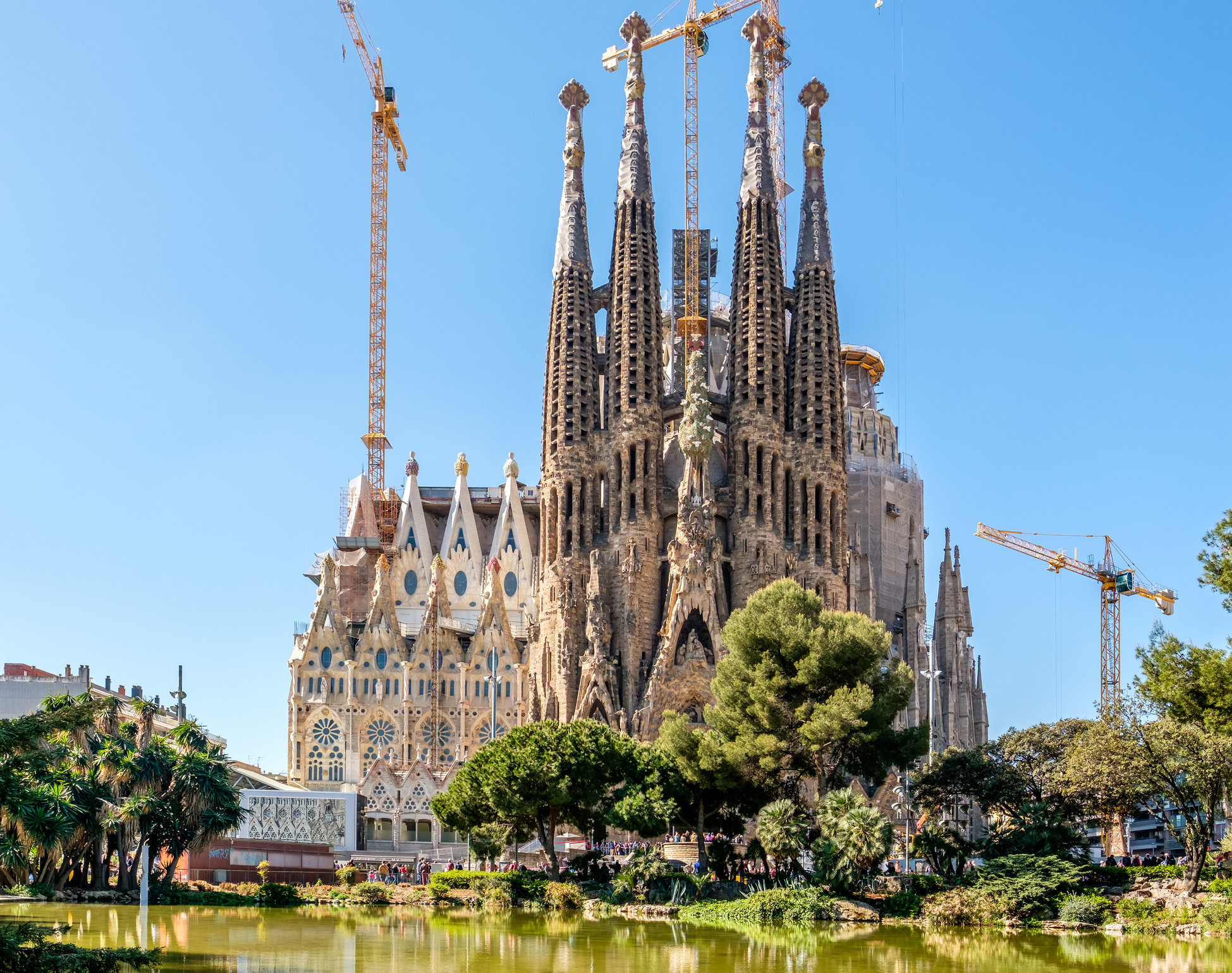 cathedral designed by gaudi