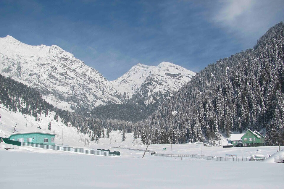 Take a winter getaway at a luxury resort in Kashmir!