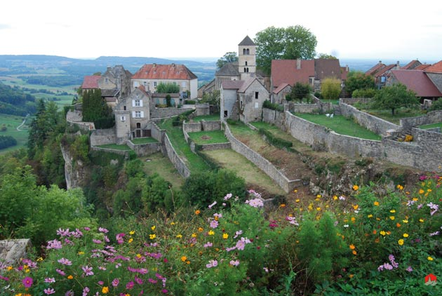 Charming view of Chateau Chalon. Photo credit: lesplusbeauxvillagesdefrance.org.